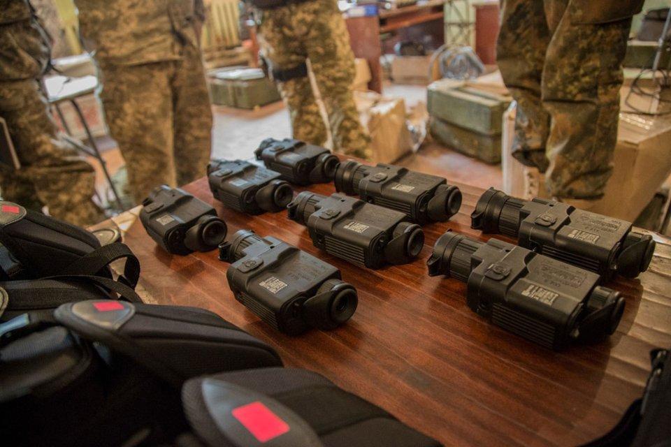 Українські військові використовують 950 тепловізорів, закуплених фондом