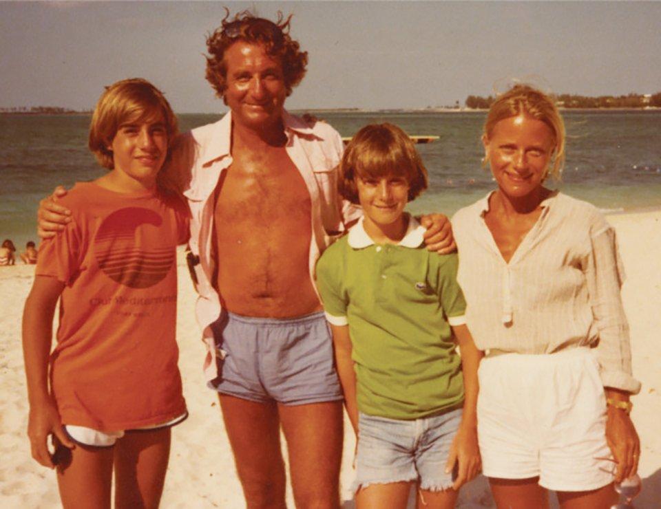 Молодий Медофф з дружиною Рут та синами Марком і Ендрю / Getty Images