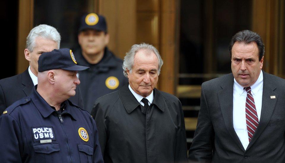 Під час судових засідань Медофф одягав бронежилет під елегантний костюм / Getty Images