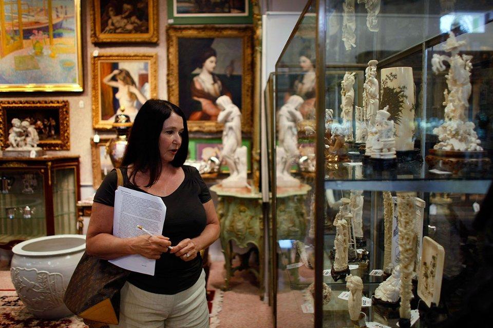 Усе майно Медоффа конфіскували та розпродали на аукціонах. Зокрема, і колекцію виробів із слонової кістки / Getty Images