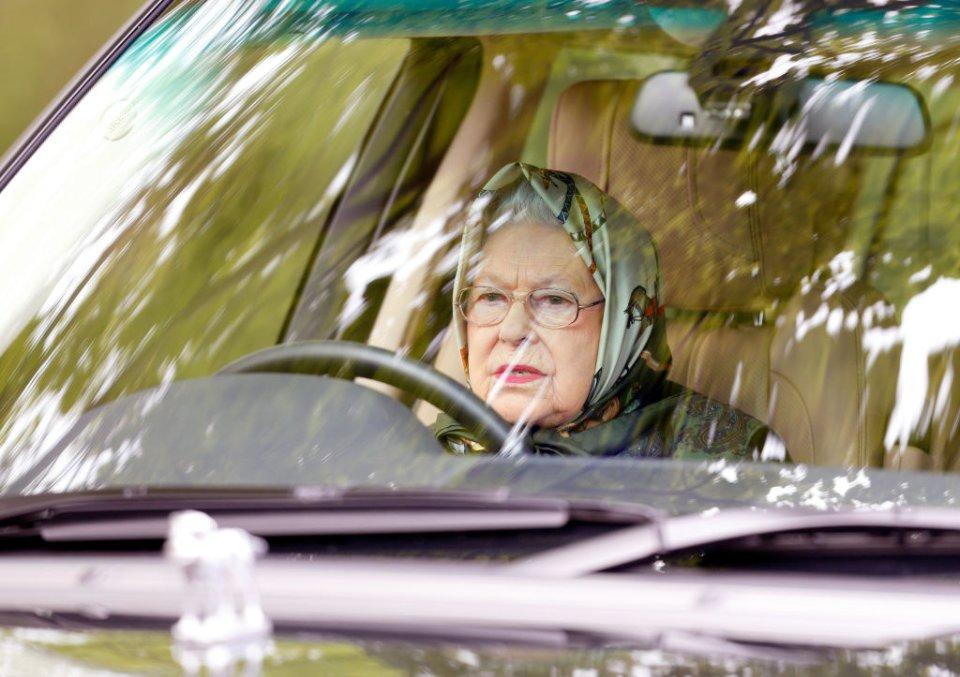 Єлизавета ІІ за кермом Range Rover на Королівському віндзорському кінному шоу в 2017 році