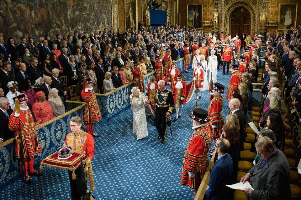 Єлизавета ІІ та принц Чарльз на церемонії відкриття парламенту в жовтні 2019 року / Getty Images