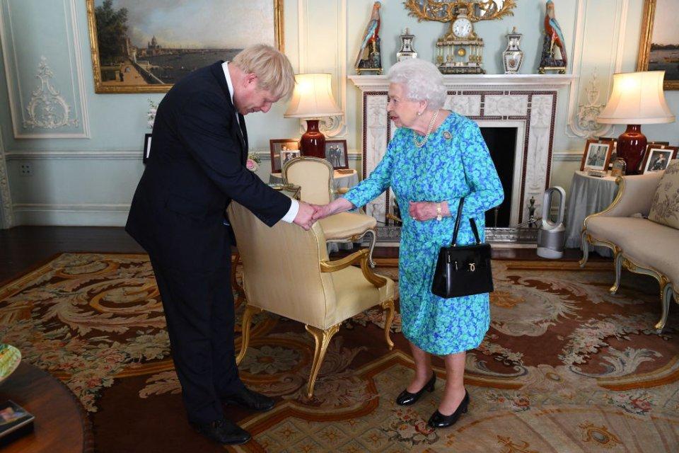 Королева вітає Бориса Джонсона, коли запропонувала йому очолити уряд / Getty Images