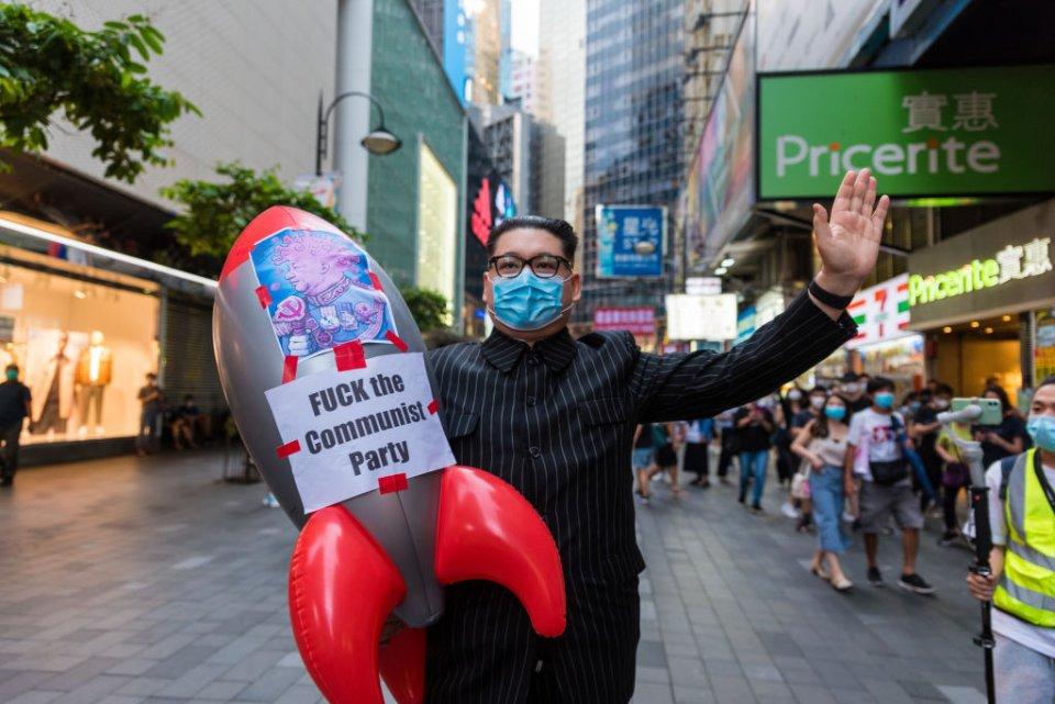 Китайська компартія будує тоталітарне суспільство. Це викликає занепокоєння у мешканців Гонконгу / Getty Images
