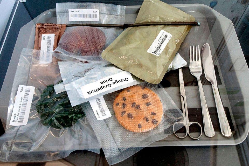 Їжа у тюбиках залишилася в історії, і тепер у астронавтів різноманітне меню