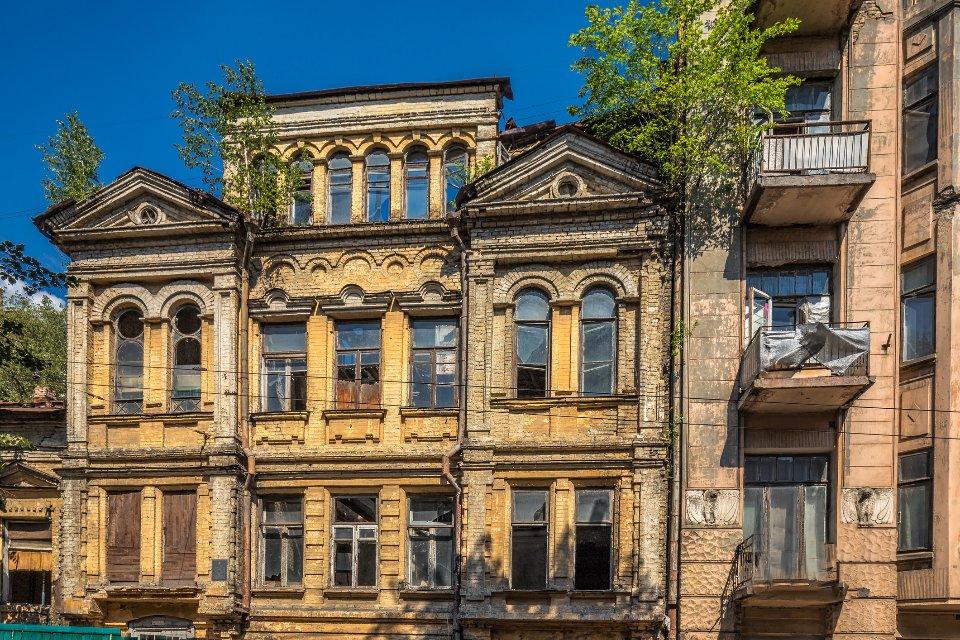 У Києві руйнуються десятки історичних будинків / Getty Images