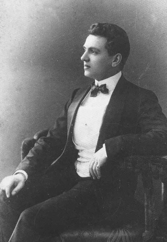 Ернест Бо в 1924 році став головним парфумером в Parfums Chanel, де і пропрацював наступні 30 років