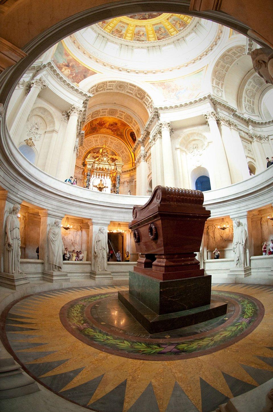 Труна з прахом Наполеона в Домі Інвалідів / Wikipedia