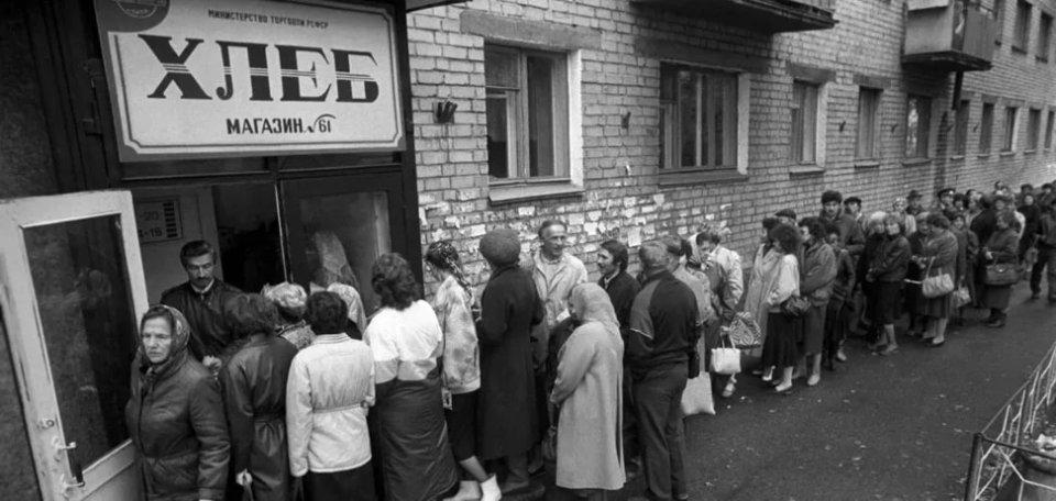 Черга за дефіцитним товаром в СРСР (середина 1980-х)