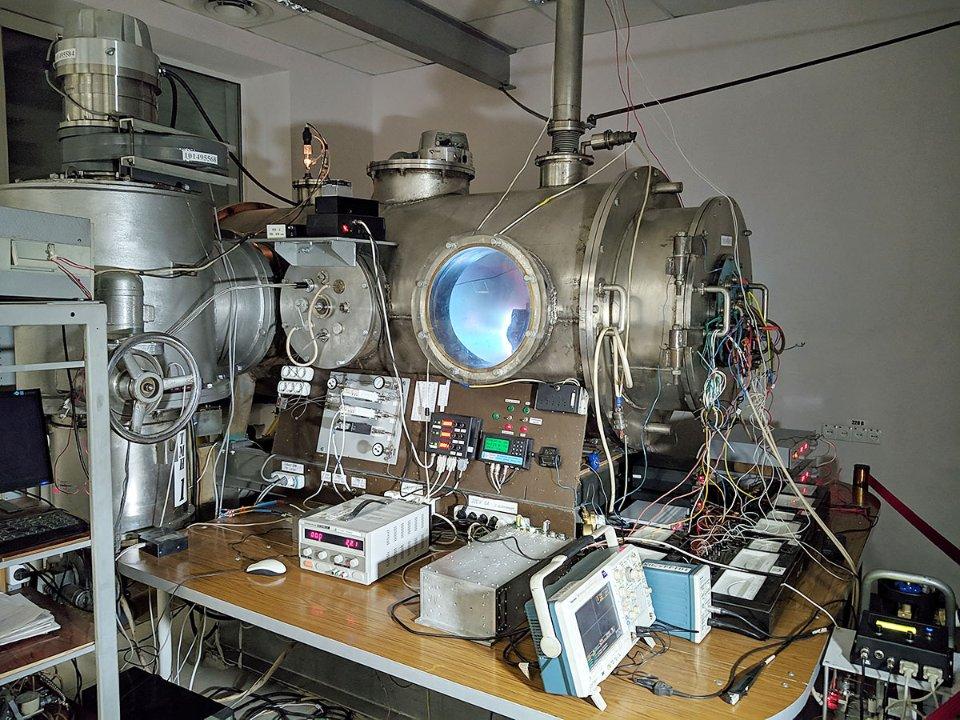Камера для випробувань іонно-плазмового двигуна
