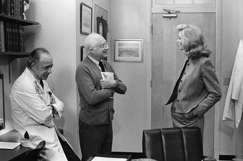 1980-ті. На зйомках медичної драми «Сент-Елсвер» / Getty Images