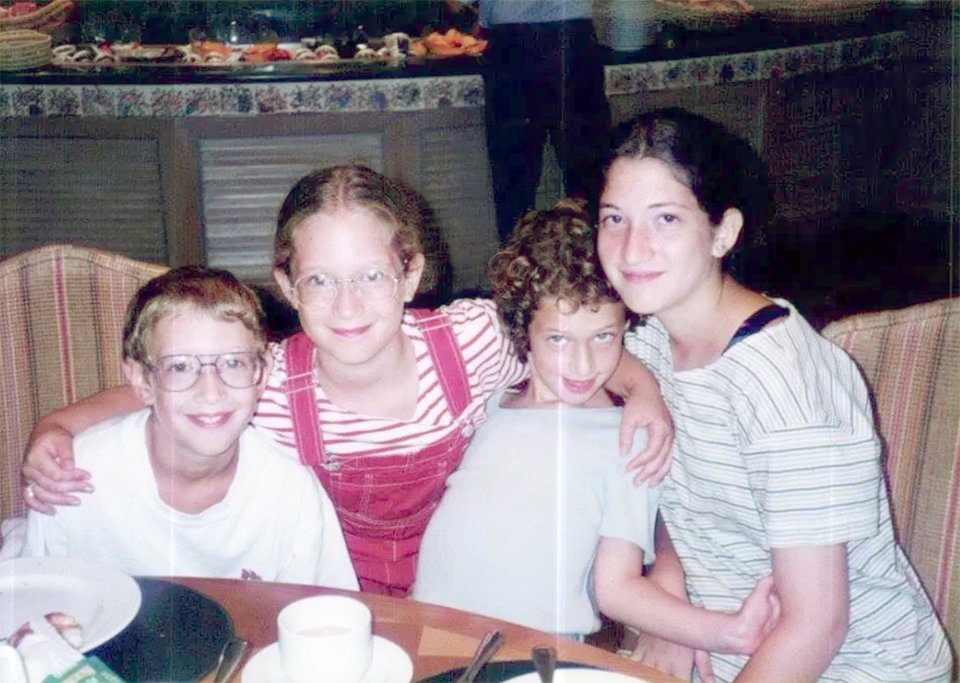 Марк із своїми сестрами