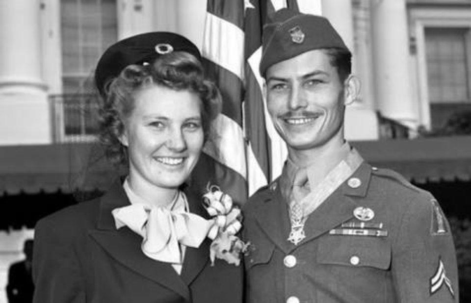 Десмонд разом з дружиною Дороті