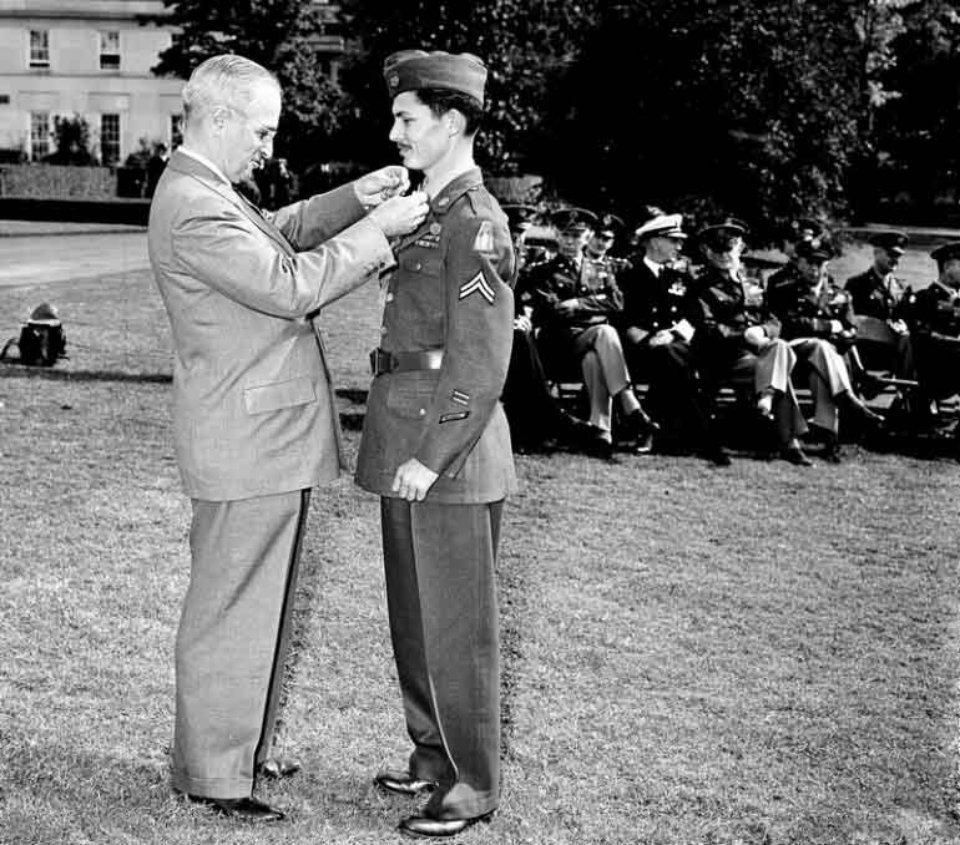Дос отримує найвищу нагороду США — медаль Пошани