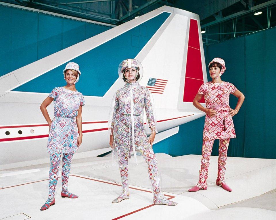 Форма стюардес Braniff International Airways, розроблена італійським модельєром Еміліо Пуччі