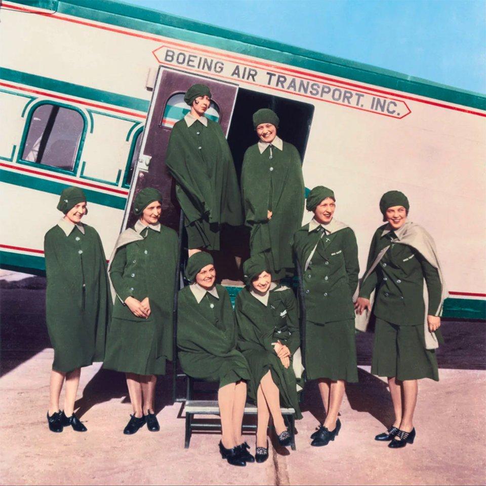 «Небесні дівчата» Boeing Air Transport. Еллен Черч перша зліва у верхньому ряду