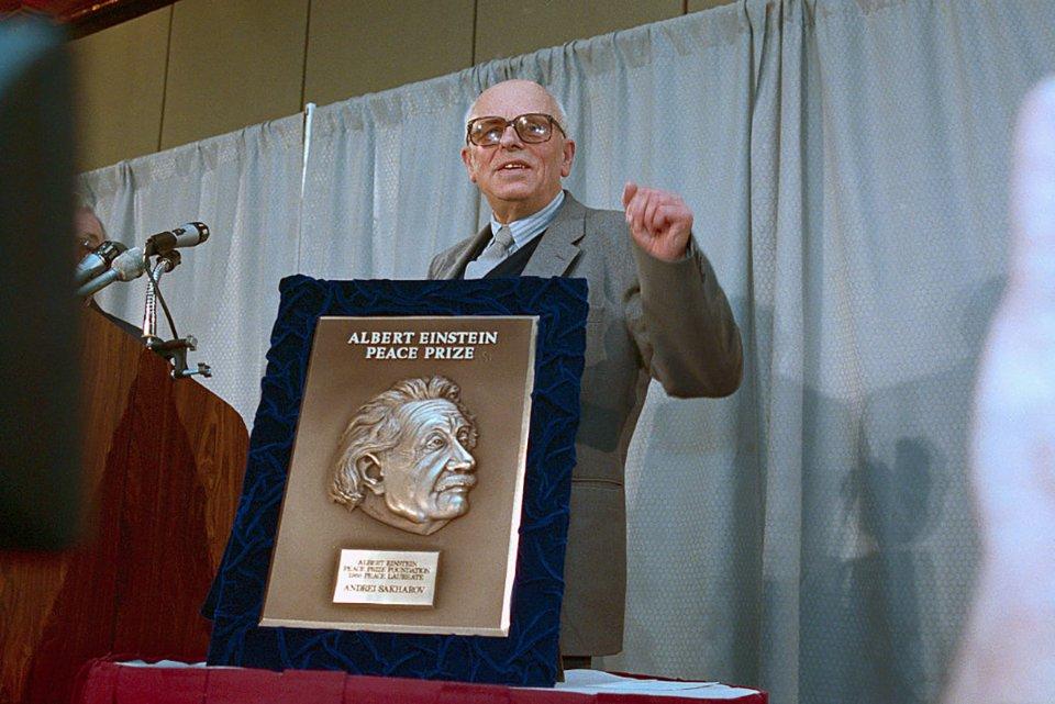 У Вашингтоні Сахаров отримав Премію миру Альберта Ейнштейна / Getty Images