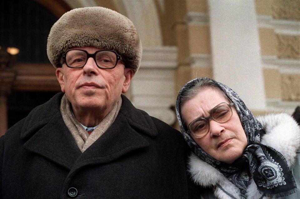 З дружиною Оленою Боннер після повернення до Москви. 1987 рік
