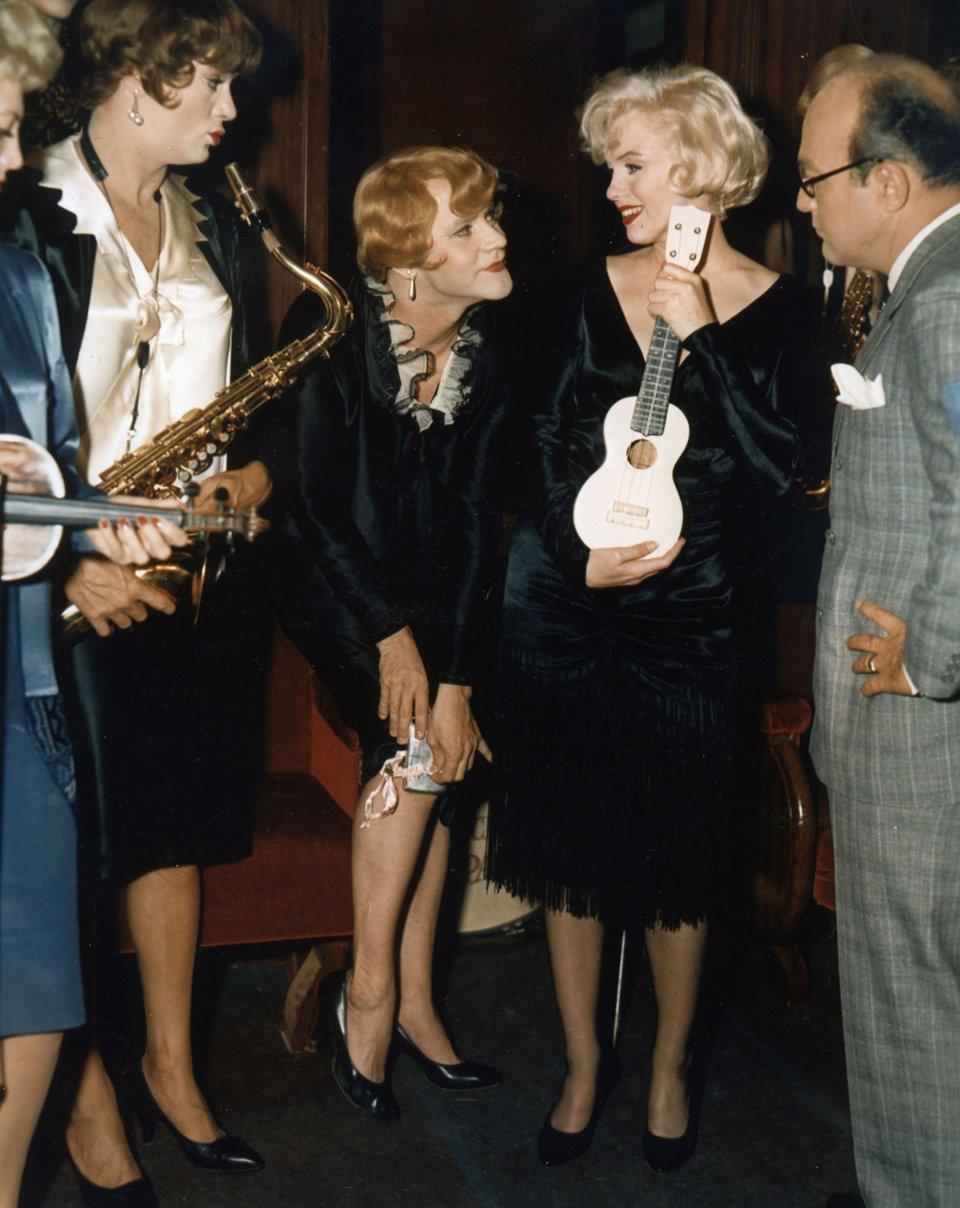 Стрічка «Джентльмени надають перевагу блондинкам» в оригіналі називається «Дехто любить погарячіше», 1959 рік / Getty Images
