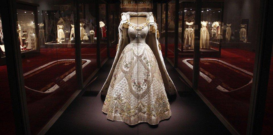 Коронаційна сукня Єлизавети ІІ