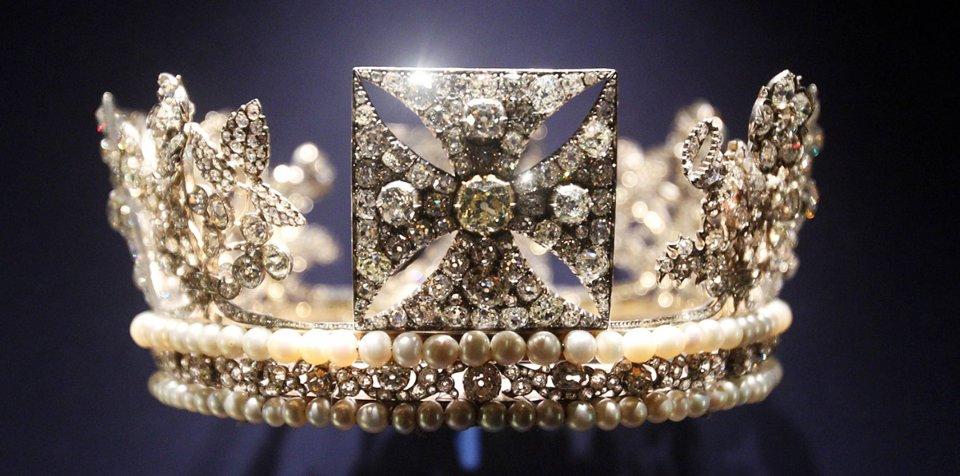 Діамантова діадема королеви