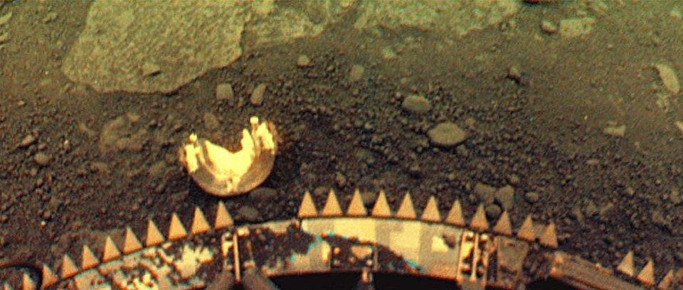 Знімок поверхні Венери, отриманий радянським дослідницьким апаратом «Венера-13»