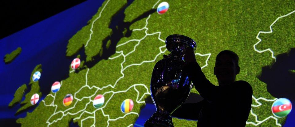 Великий розмах. З часів першого Євро у футбол прийшли шалені гроші та навіть нові правила