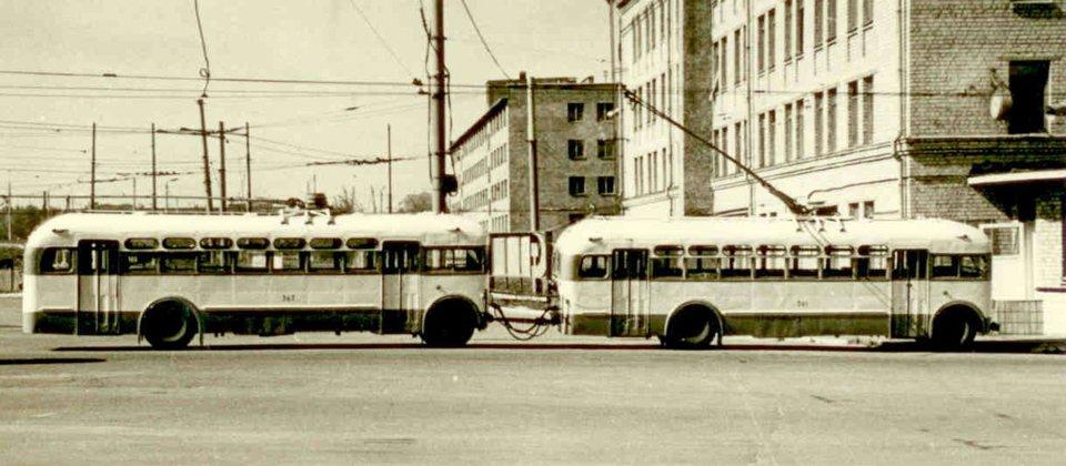 Тролейбусний потяг з машин МТБ-82