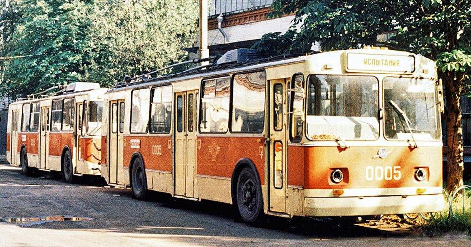 Тролейбусний потяг з машин ЗіУ-682