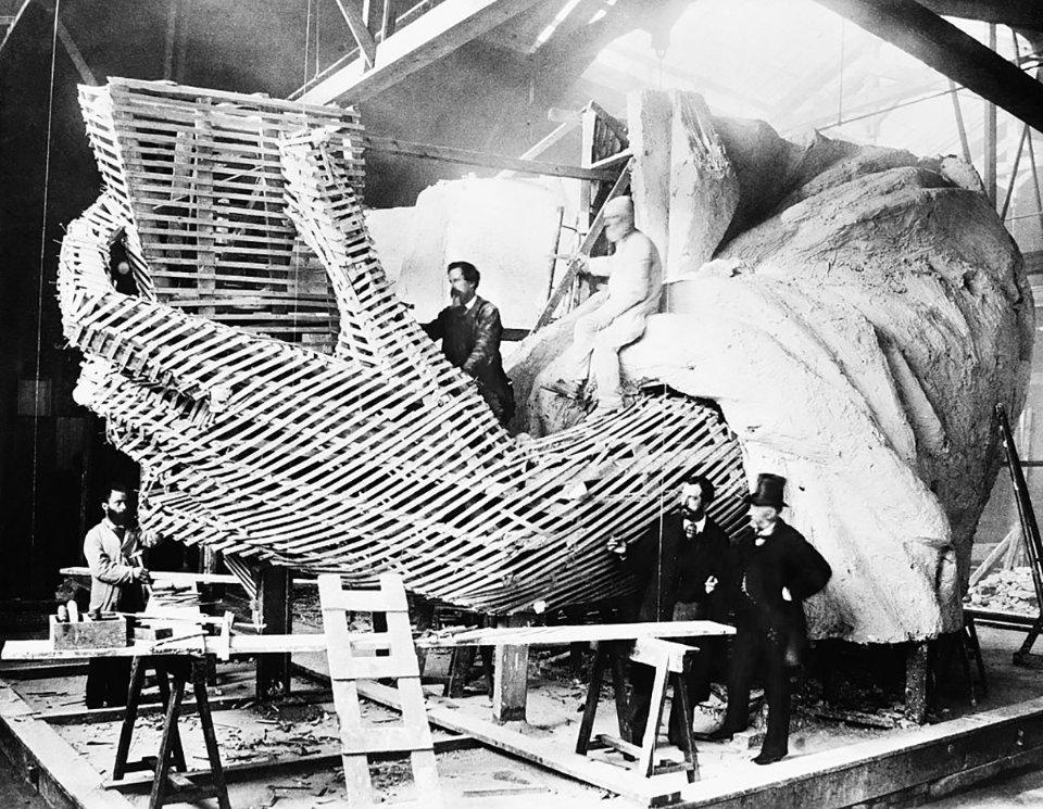 Бартольді пояснює конструкцію Статуї / Getty Images