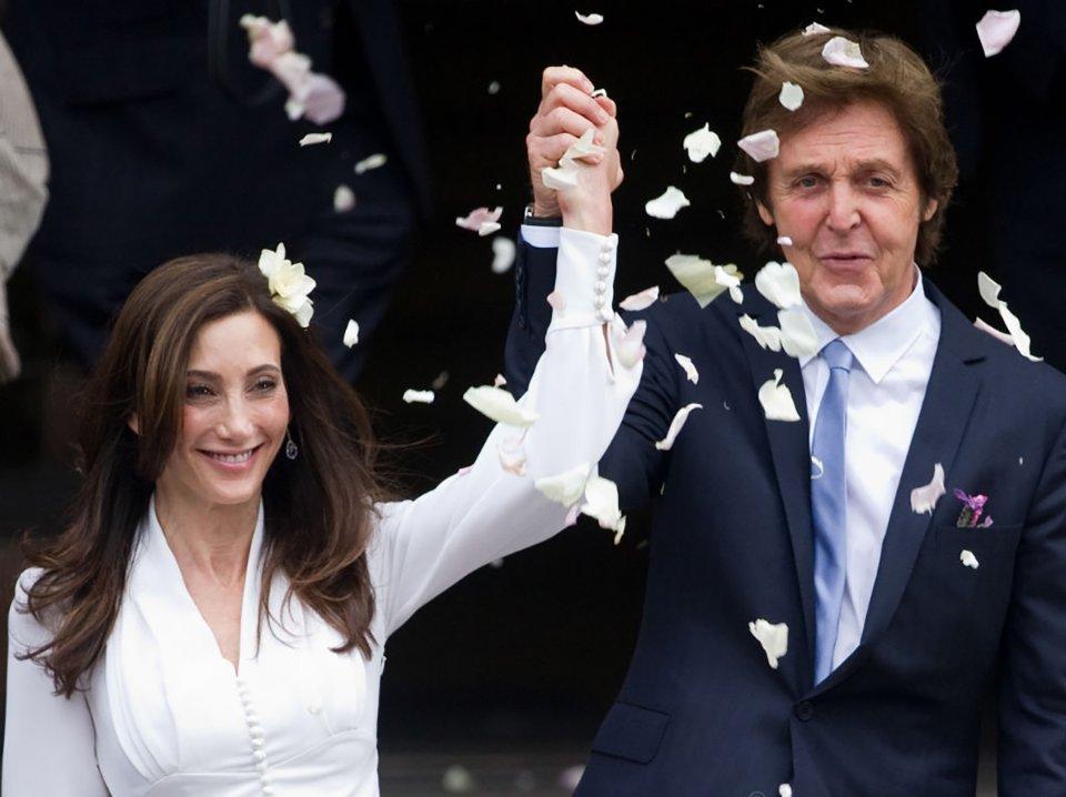 У 2011 році Маккартні одружився втретє — з американкою Ненсі Шевелл / Getty Images