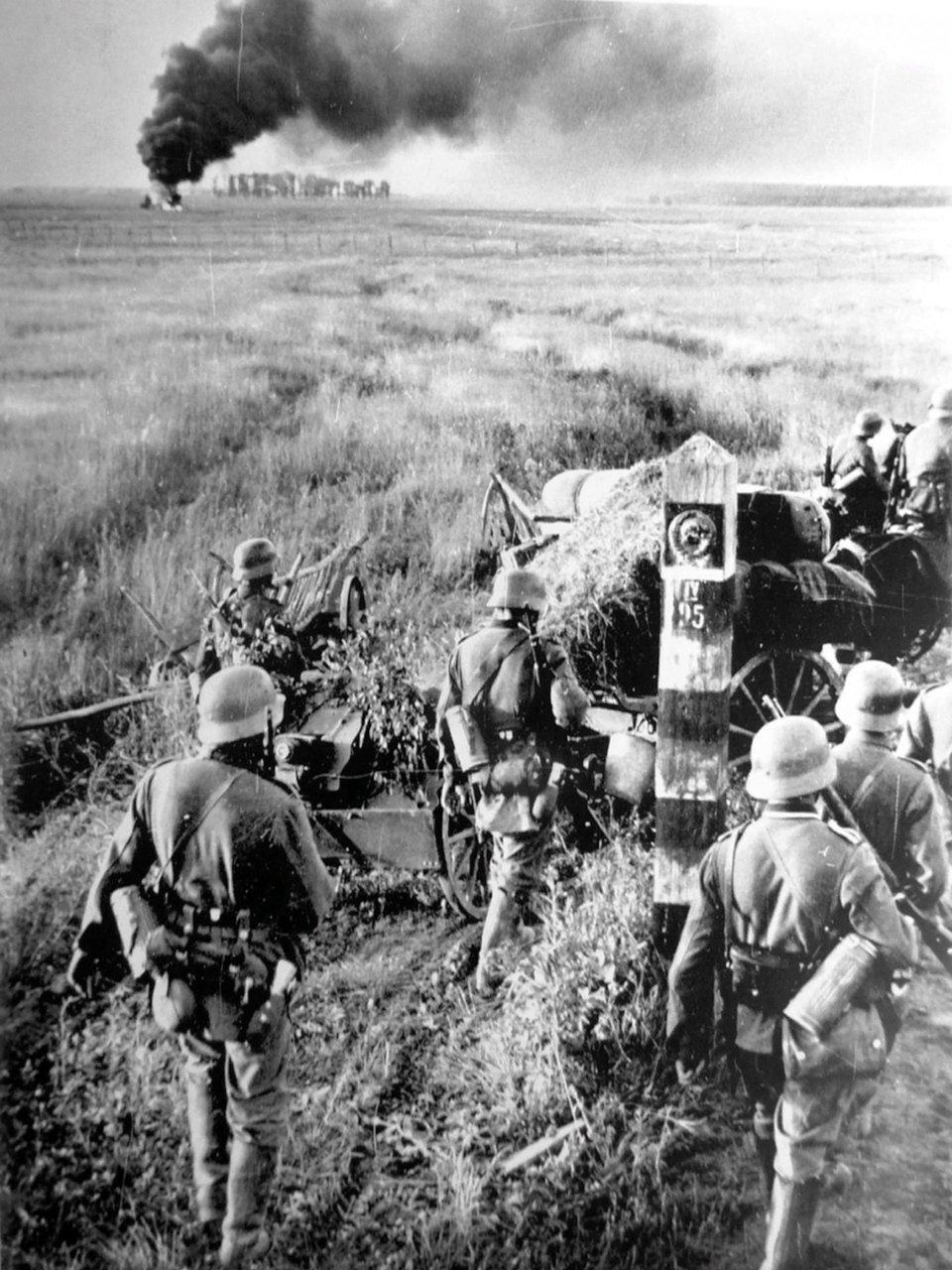 Німецькі солдати переходять радянський кордон