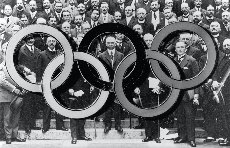 Сесія МОК у Парижі, 1914 рік. Посередині — Кубертен / Getty Images