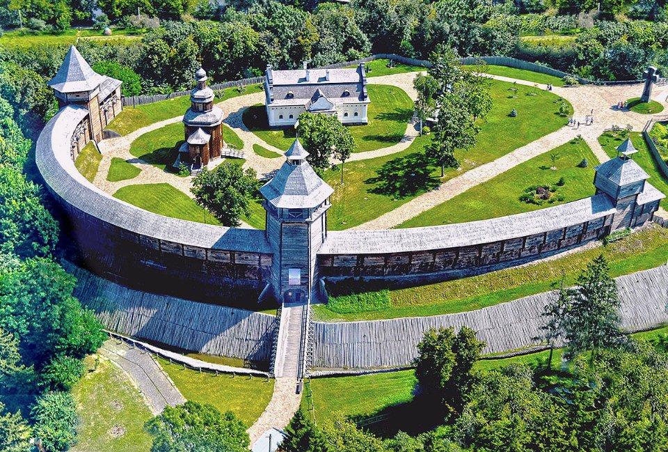 Батуринську цитадель збудували заново в 2008 році за ініціативи тодішнього президента Віктора Ющенка
