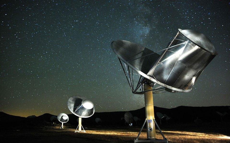 До появи антенної решітки Аллена вчені SETI мали бронювати час на чужих телескопах, конкуруючи з іншими астрономічними експериментами