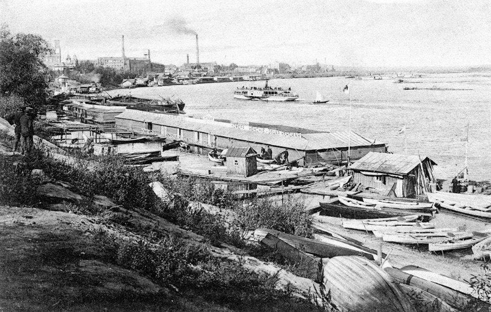 Міські купальні біля човнової пристані неподалік Поштової площі