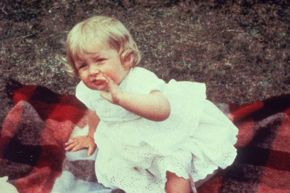 Діана в дитинстві