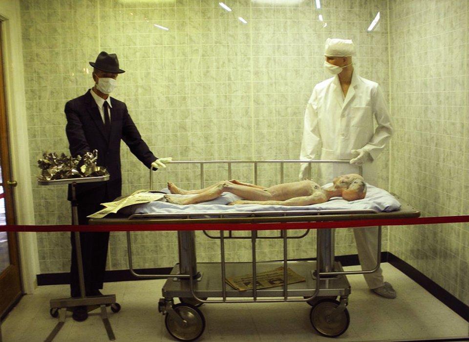 «Розтин прибульця» — інсталяція у Розуельському музеї НЛО