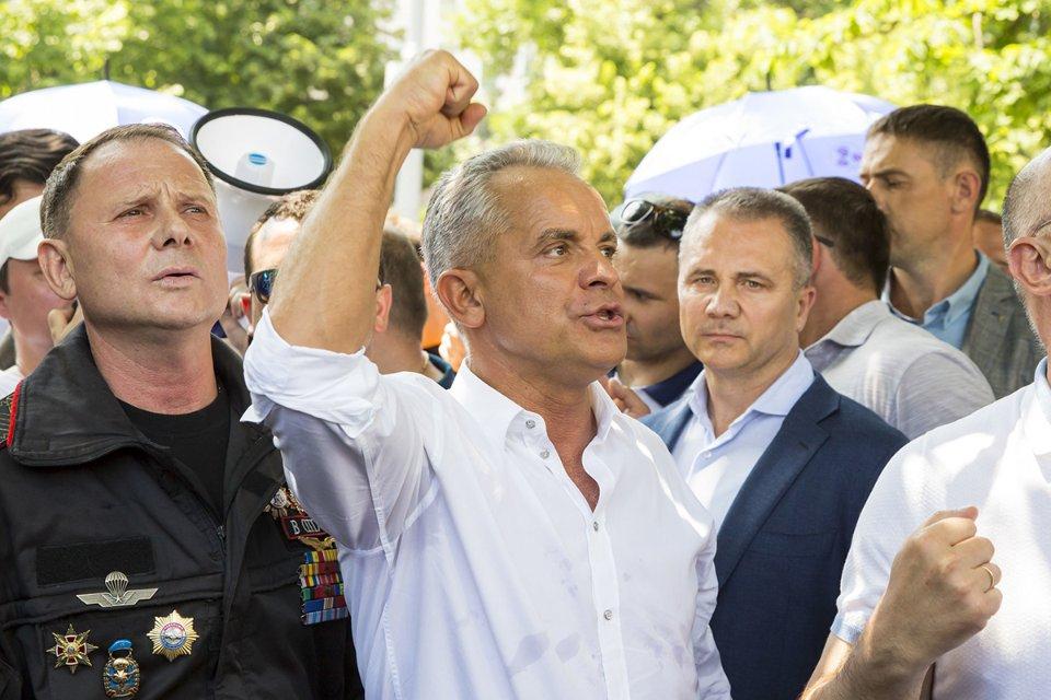 Влад Плахотнюк на мітингу, організованому Демпартією, за кілька днів до втечі з країни