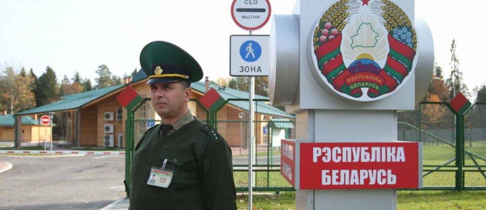 Лукашенко наказав закрити кордон з Україною, але не закрив його. Що відбувається насправді?