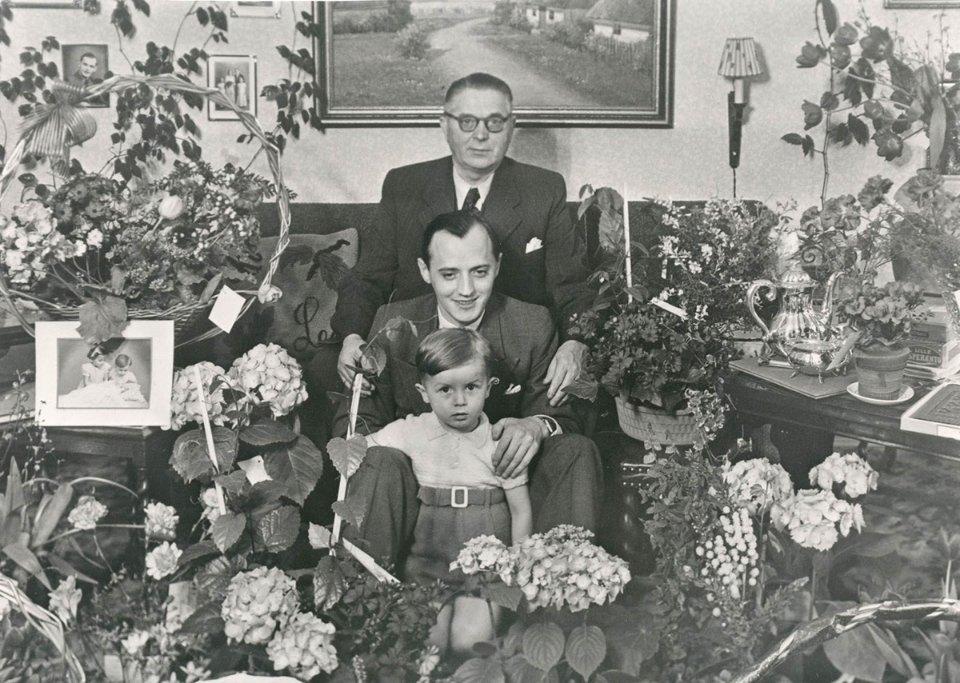 Три покоління Крістіансенів — Оле Кірк, Готфрід та К'єль. Усі вони керували компанією у свій час