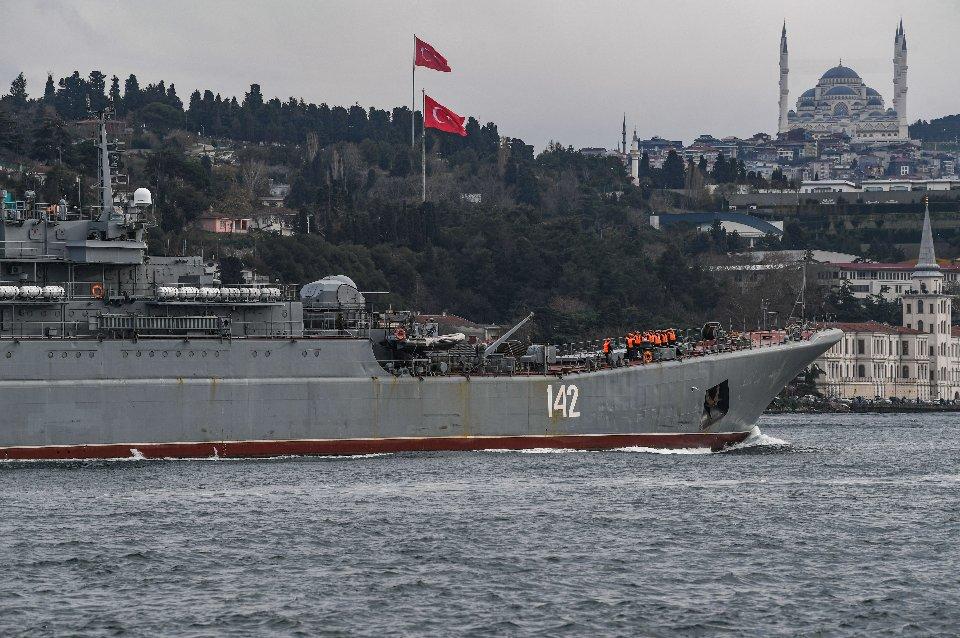 Прохід російського військового корабля через Босфор / Getty Images