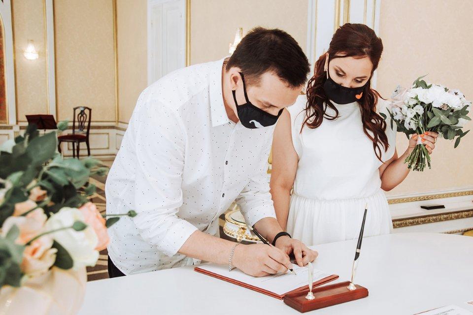 Кількість шлюбів за роки незалежності в Україні суттєво скоротилася / Getty Images