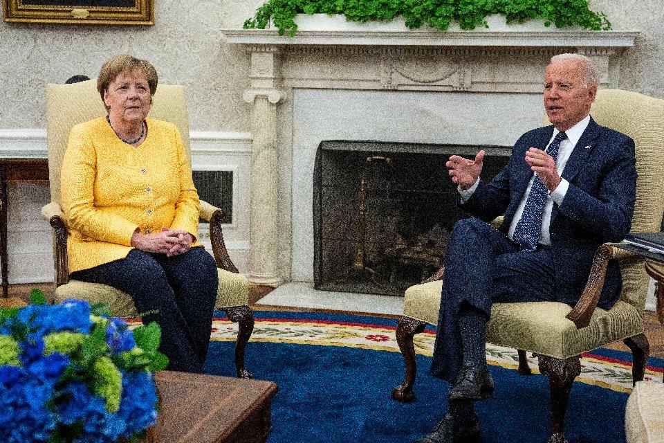 Джо Байден та Ангела Меркель