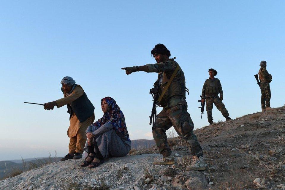 Саліма Мазарі оглядає позиції / Getty Images