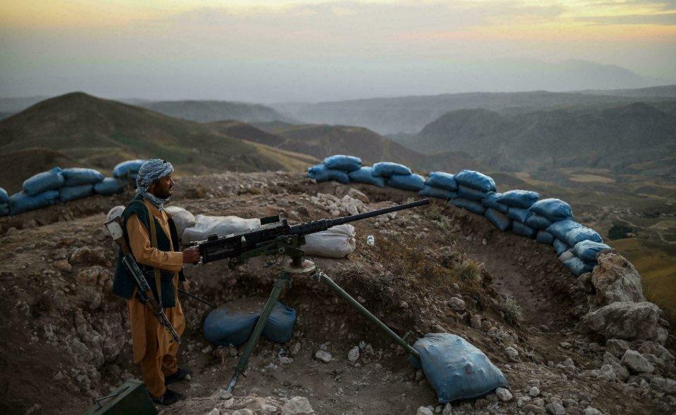 Солдат з добровольчого загону Мазарі / AFP
