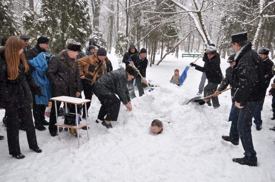 Олексій Гуцуляк встановлює свій «сніговий» рекорд / УНІАН