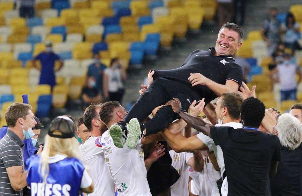 Тренера «Колоса» Руслана Костишина шанують після виходу в Лігу Європи / УНІАН