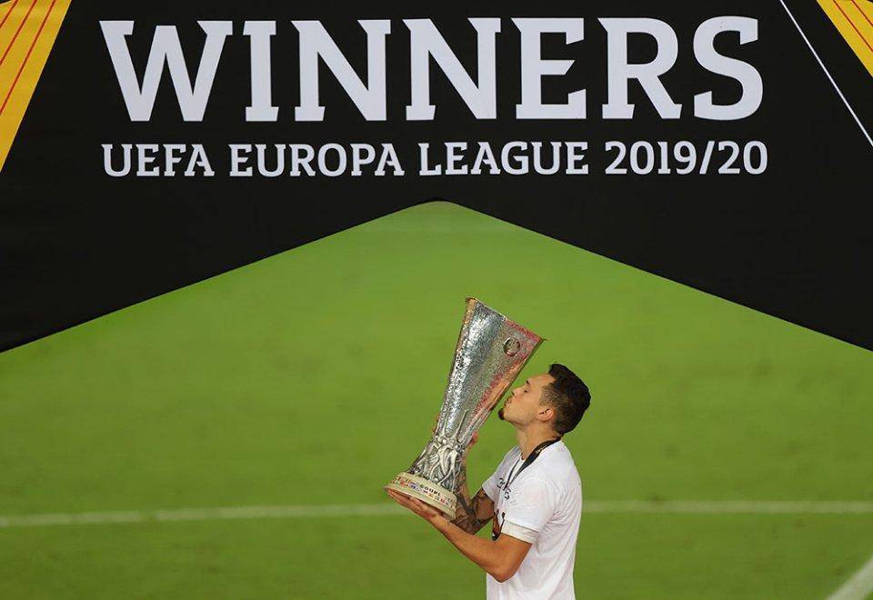 Лігу Європи минулого сезона виграла «Севілья». І заробила 16,85 млн євро призових / Getty Images