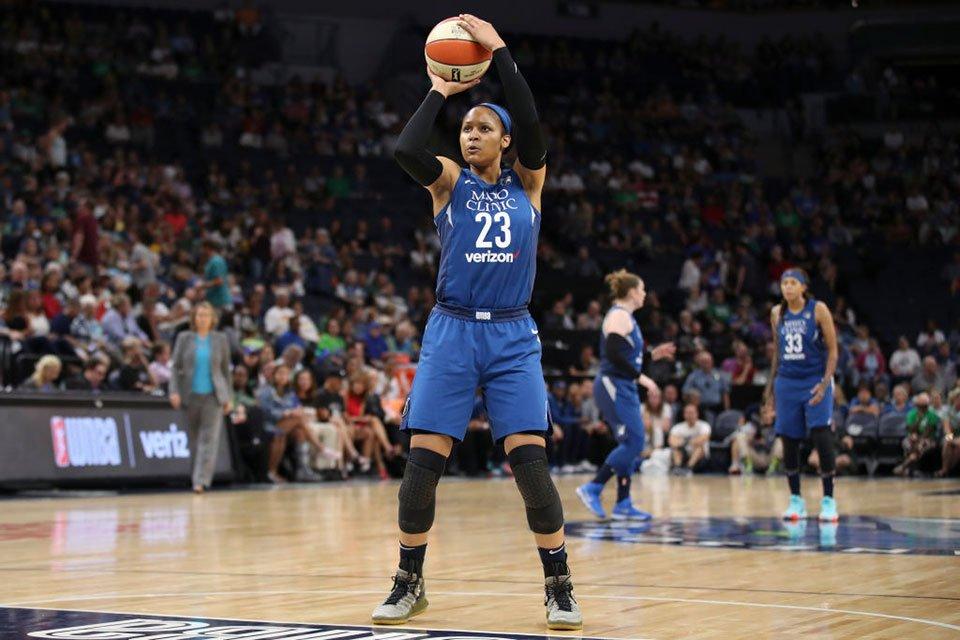 Мая Мур - одна з кращих баскетболісток світу. Але до рейтингу Time вона попала не завдяки професійним досягненням